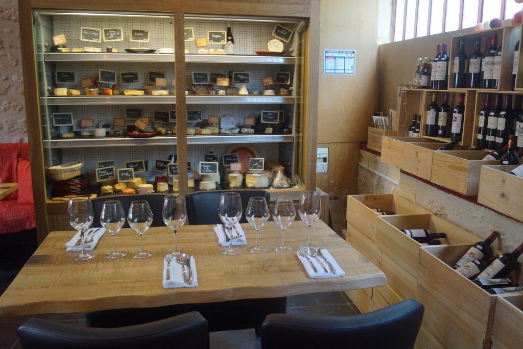 L'armoire aux 50 fromagesLe Bis restaurant charcuterie vin fromages st emilion